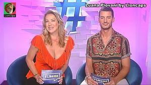 Luana Piovani sensual a apresentar o LikeMe