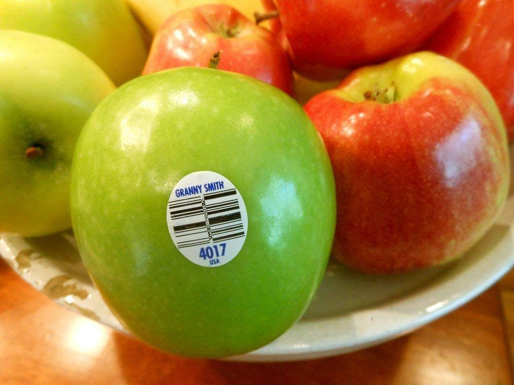 Here is How the Fruit Labels Warn You About Fruit