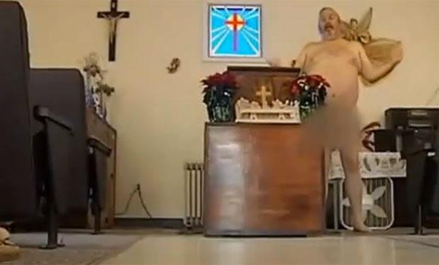 Para pastor, todos são iguais quando estão nus (Foto: Reprodução/YouTube/Valentine Odika)