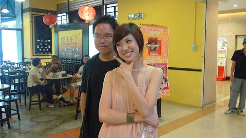 Standing behind Loo Yise 罗忆诗 to make myself look slimmer