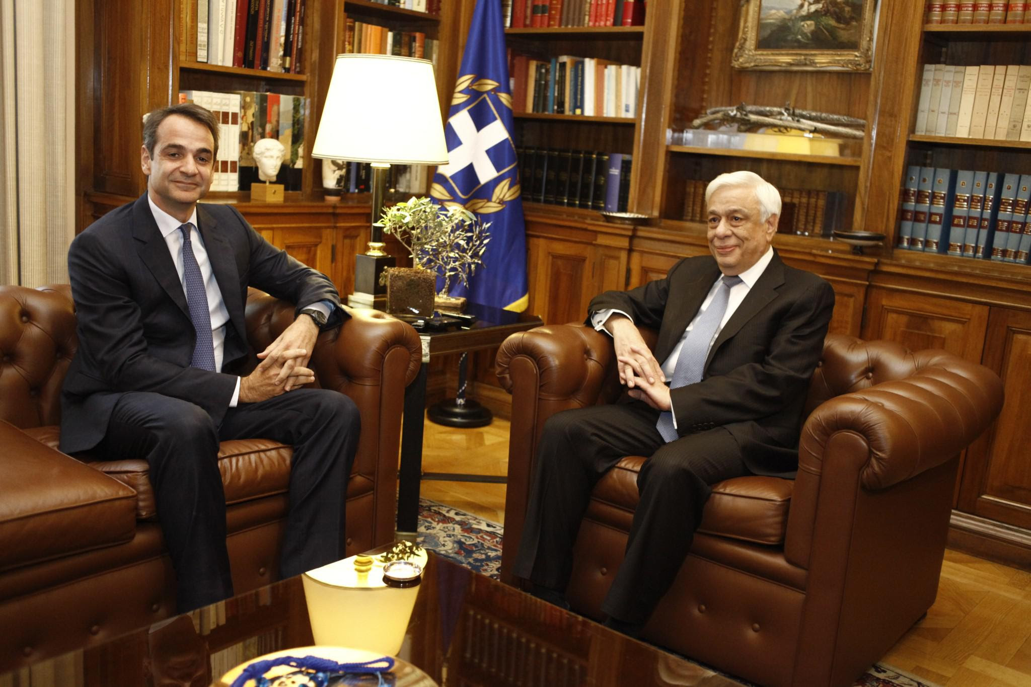 http://www.eleftherostypos.gr/wp-content/uploads/2016/10/mitsotakis-pavlopoulos-1300-1.jpg
