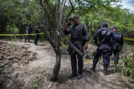 Continúan pesquisas en fosas clandestinas de Iguala, Guerrero. Foto: Octavio Gómez