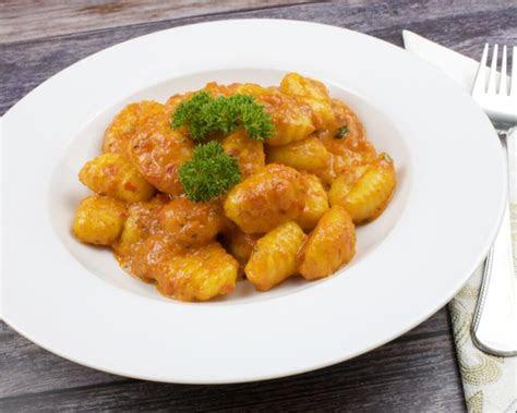 gnocchi mit einer ajvar parmesan sauce zu faul zum kochen
