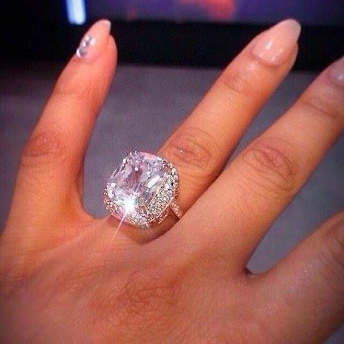121768 Huge Diamond Ring