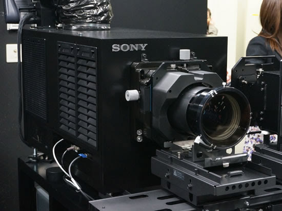 sony_4K_projector_SRX-R515P