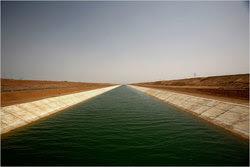 Un canal desvía agua para riego a las afueras de Abu Simbel, cerca de la frontera de Egipto con Sudán. Foto: New York Times