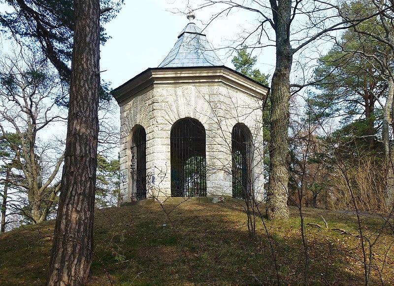 Riddersviks gård tempel 2014.jpg