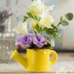 veste-imbucuratoare-aranjament-floral-pe-suport-de-stropitoare