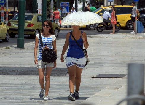 Καλοκαίρι με διαλείμματα! Βροχές, αστραπές και χαλάζι σε βόρεια Ελλάδα και Θεσσαλία - Απνοια, υγρασία και αφόρητη ζέστη στην Αττική