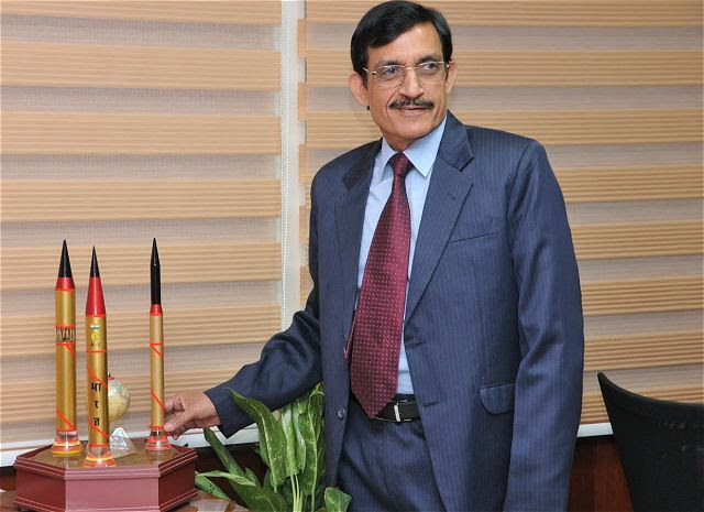 Sistema de defensa de misiles de la India está en conseguir un gran impulso, ya que está desarrollando la capacidad para interceptar misiles enemigos lanzados desde una distancia de hasta 5.000 km, en efecto, la lucha contra cualquier posible amenaza de países como China. La capacidad está siendo desarrollado por DRDO como parte de la defensa de misiles balísticos (BMD) escudo, cuya primera fase está listo para su despliegue posiblemente en Delhi. Desarrollo de la primera fase del programa de BMD se ha completado, el jefe DRDO Avinash Chander PTI dijo en una entrevista.