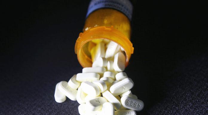 Thuốc Oxycodone, một trong các loại thuốc Bác Sĩ Naga Raja Thota bị cáo buộc kê toa cho bệnh nhân đổi lấy quan hệ tính dục. (Hình minh họa: John Moore/Getty Images)