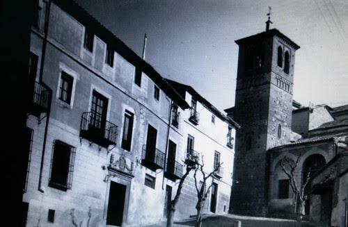 Iglesia de Santa Leocadia y la Casa del Maestro hacia 1900
