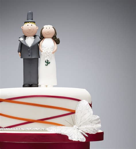 How to Freeze Your Wedding Cake Topper