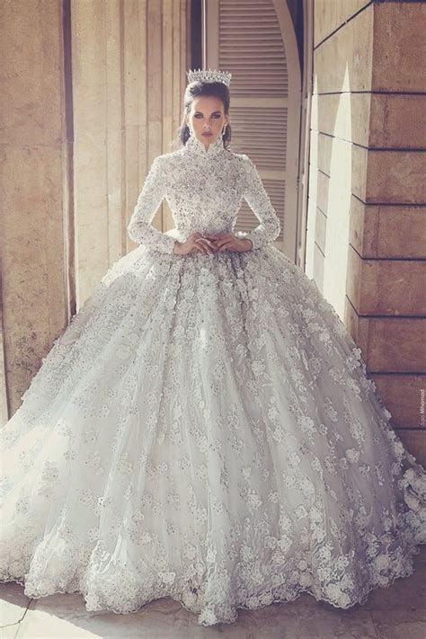 10 OVER THE TOP WEDDING GOWNS   Gowns & Party Dresses