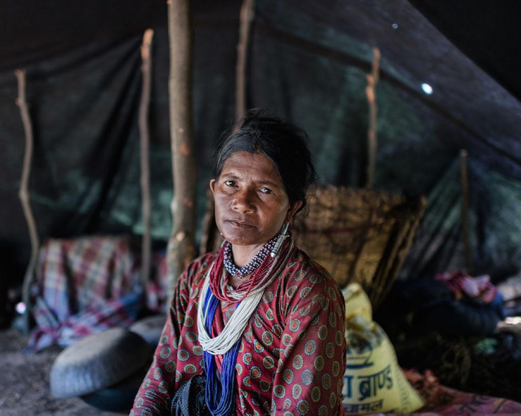 Fotógrafo documenta os últimos caçadores-coletores de tribo do Himalaia 06