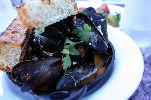 Brick-roasted mussles
