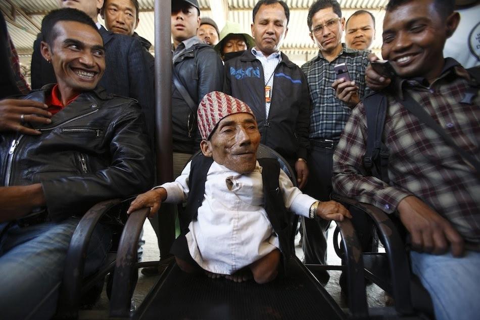 enhancev Самый маленький человек найден в непальской деревне