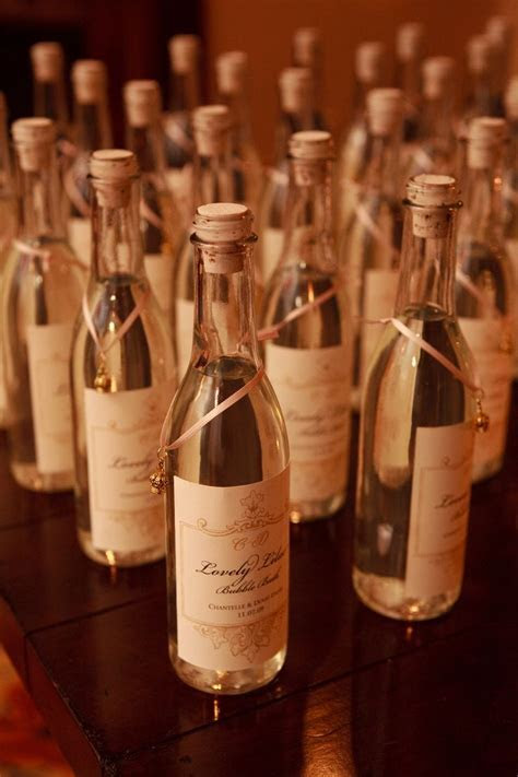 Wine Wedding Favors for the guests! #weddingfavors #