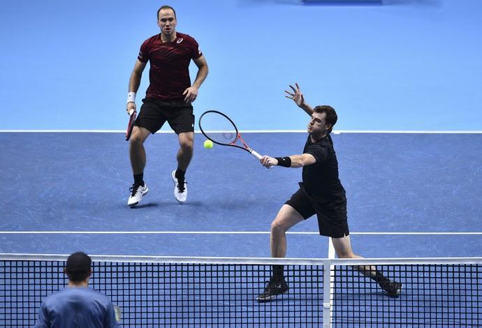 Bruno Soares e Jamie Murray vencem irmãos Bryan no ATP Finals (Foto: GLYN KIRK / AFP)