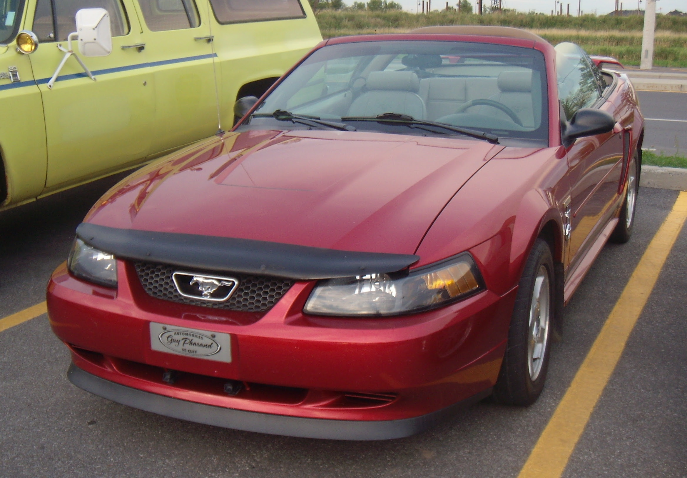 File:Ford Mustang Convertible SN95 (Auto classique Bellepros Vaudreuil ...