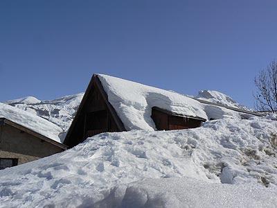 toits enneigés à Allos.jpg