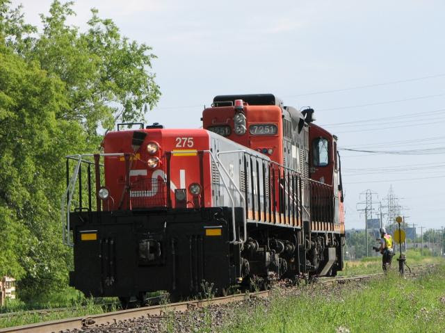 CN 7251 and slug 275 in Winnipeg