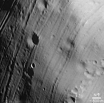 Lua de Marte é porosa como queijo
