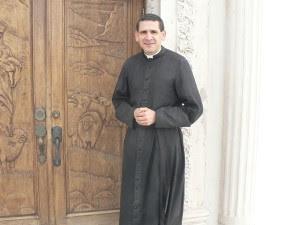 Pe. Michael Rodriguez.