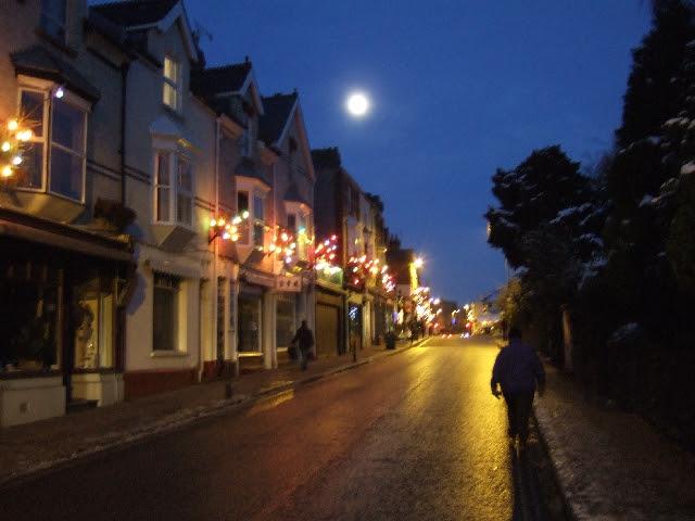 Magdalen Road at night