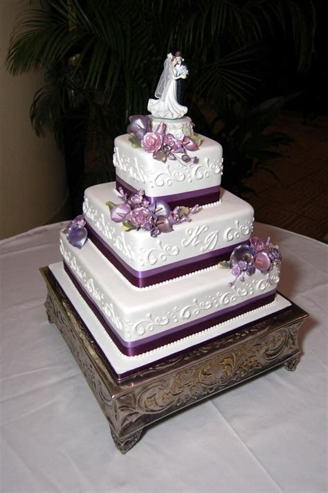This 3 tier square wedding cake is simple and elegant