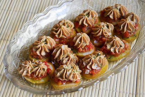 pintxos de tomate y mousse de micuit
