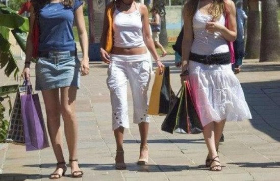 Aνοιχτά τα καταστήματα στις τουριστικές περιοχές της Πελοποννήσου πλην της Καλαμάτας