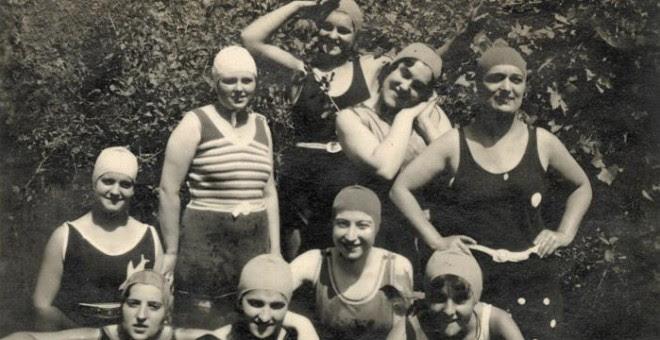 Verano de 1932. Pilar junto a sus amigas. Imágenes del archivo personal de la familia Duaygües incluidas en el libro 'Querido diario: hoy ha empezado la guerra'.