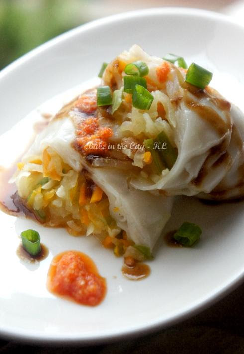 Fun Guen (stuffed rice rolls)