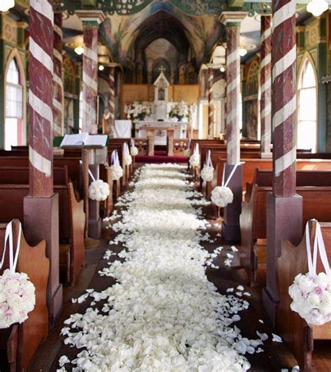 decorating a church wedding alter   Elegant Church Wedding