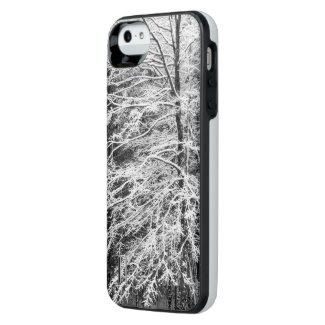 Maple Tree Outlined In Snow Case Uncommon Power Gallery™ iPhone 5 Battery Case