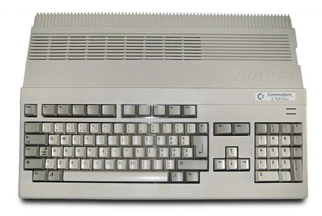 Amiga_500_Plus_(white_background)
