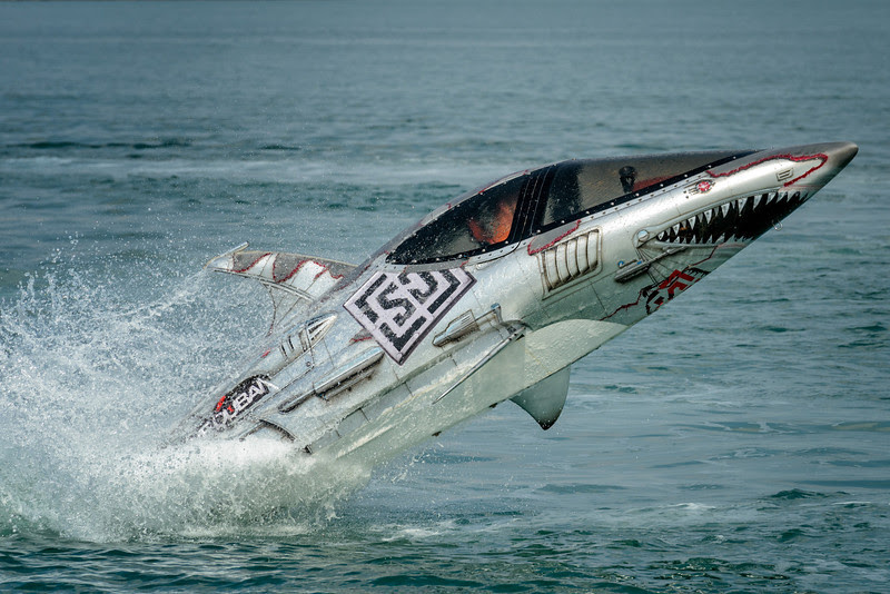2012 Pic(k) of the week 49: Skydive Dubai Sharkboat