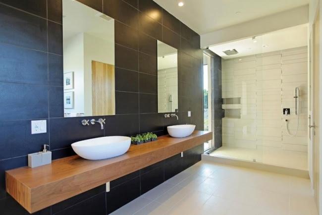 modernes badezimmer holz waschbecken schwarze wandfliesen