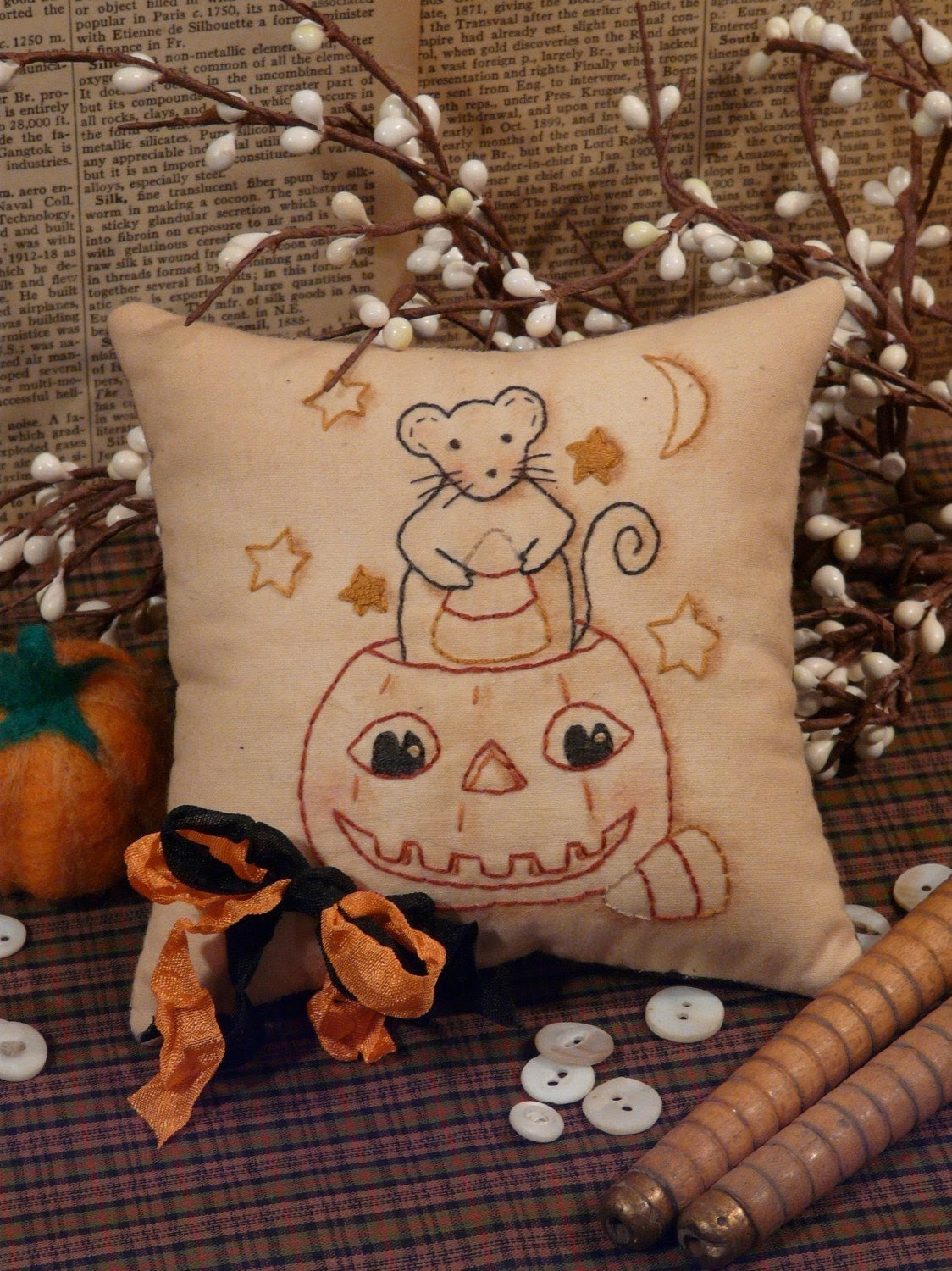 Halloween Mouse and Pumpkin Stitchery E Pattern - primitive Pdf pillow pin keep cushion tuck candy corn seam binding embroidery