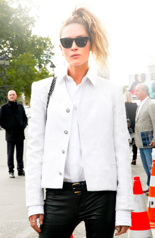 LE FASHION BLOG STREET STYLE MODEL STYLE ERIN WASSON FASHION WEEK SS 2013 WAYFARER SUNGLASSES WHITE SHOULDER JACKET BUTTON UP COLLAR SHIRT LEATHER PANTS CHAIN BAG HIGH PONYTAIL VIA ELLE