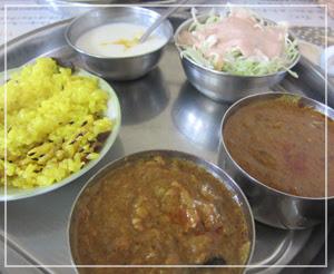 稲毛「インド料理ガガル」にて。ご飯がスパイス入りで良かったなぁ。