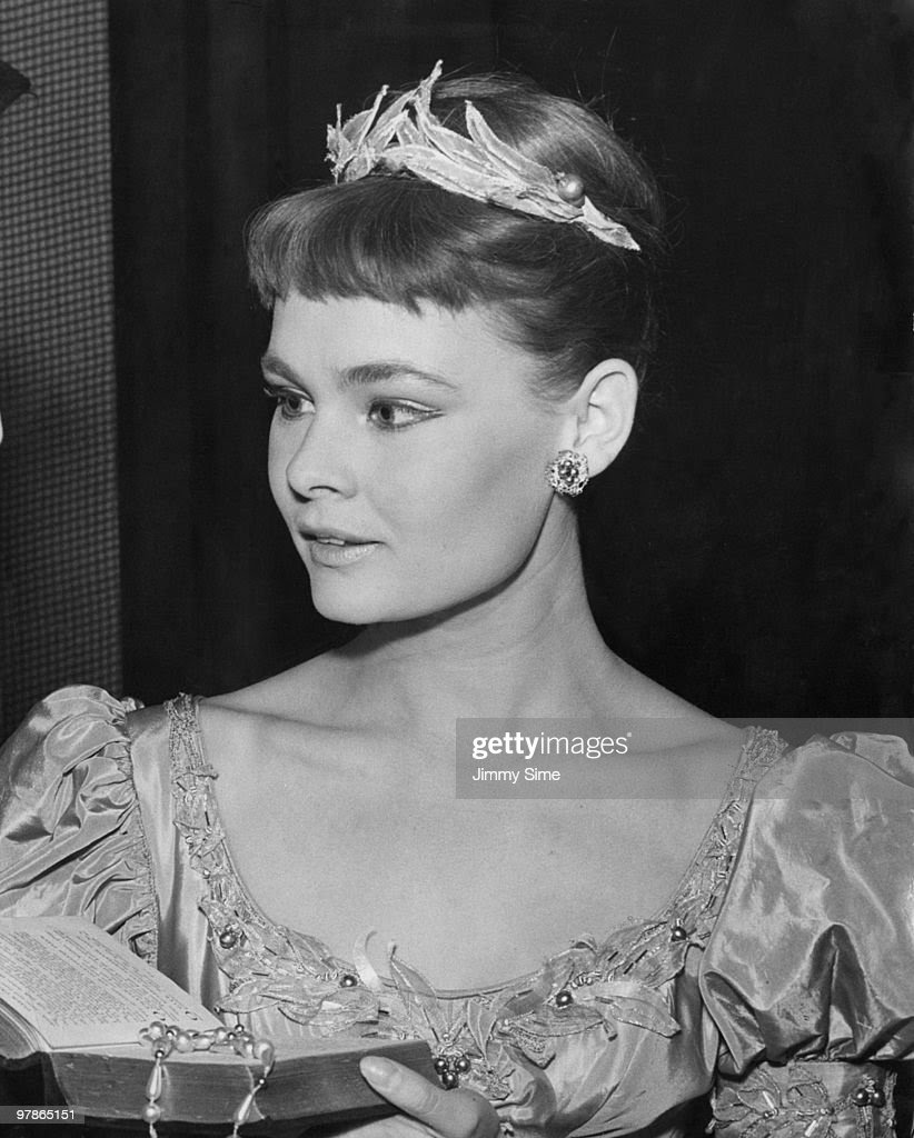 English actress Judi Dench as Ophelia at a dress rehearsal of Michael Benthall's production of Shakespeare's 'Hamlet' at the Old Vic, London, 15th September 1957.