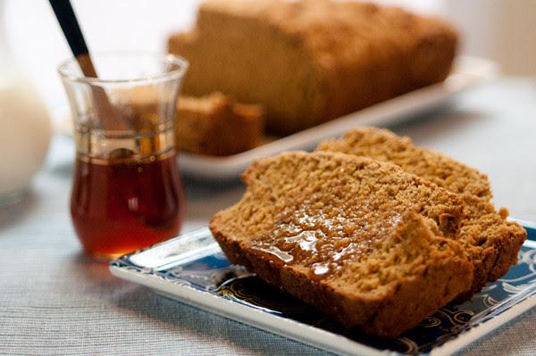 Treacle oatmeal loaf