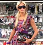 Paris Hilton carrying Zara Terez