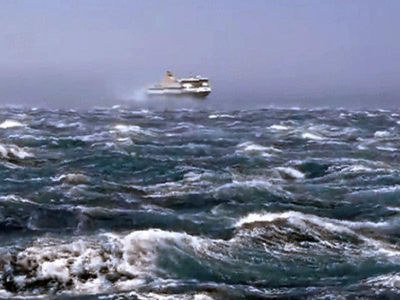 """Αποτέλεσμα εικόνας για Μέχρι 11 μποφόρ οι άνεμοι στο Αιγαίο - Απαγορευτικό απόπλου από Πειραιά, Ραφήνα, Λαύριο"""""""