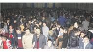 Hakkari'de Kürt Sanatçı Mem ararat'ın verdiği konsere ilgi büyük