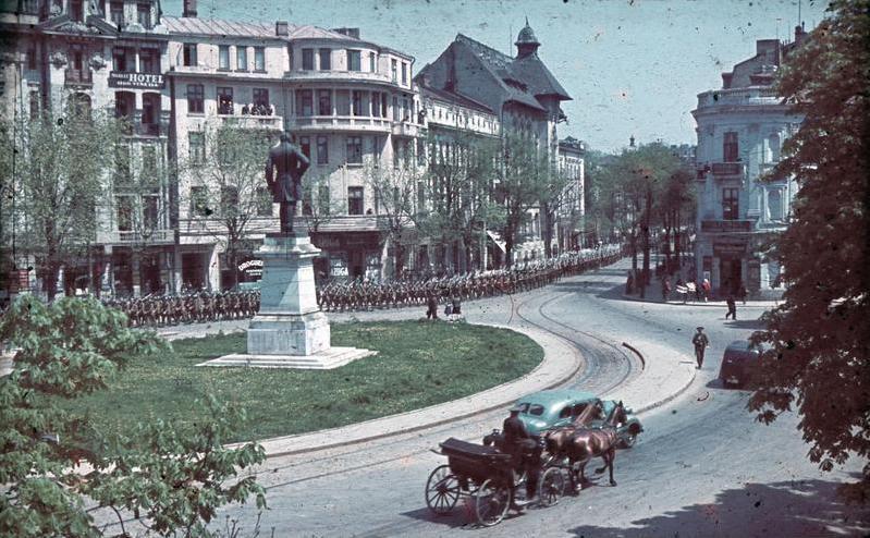 File:Bundesarchiv N 1603 Bild-001, Rumänien, Kolonne von Soldaten in einer Stadt.jpg