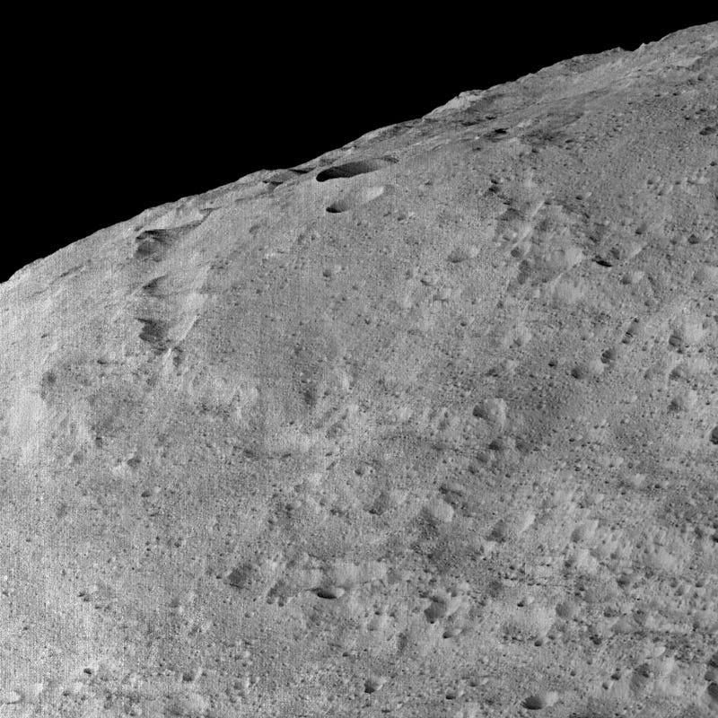 Estas son las fotos más cercanasque veremos de Ceres antes de decir adiós a la sonda Dawn