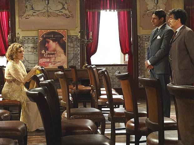 Diva conta que Manuel Loureiro apenas registou Luciano (Foto: Lado a Lado / TV Globo)
